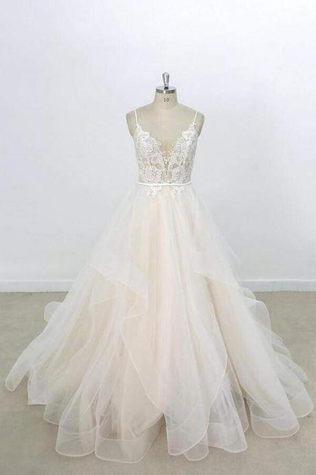Eye-catching Appliques Tulle A-line Wedding Dress