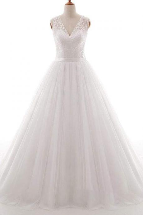 Eye-catching V-neck Tulle A-line Wedding Dress
