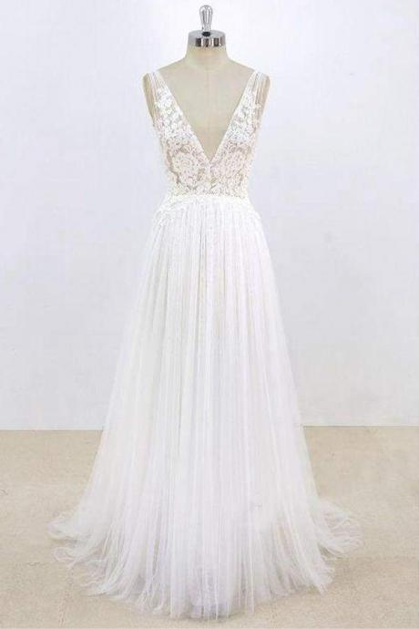 Deep V-neck Lace A-line Tulle Wedding Dress