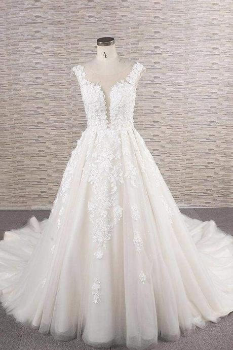 Beautiful Lace Appliques Tulle A-line Wedding Dress